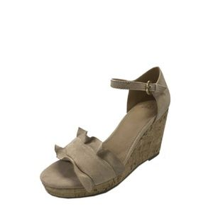 🆕 Time and Tru Nude Ruffle Wedge Sandals 9